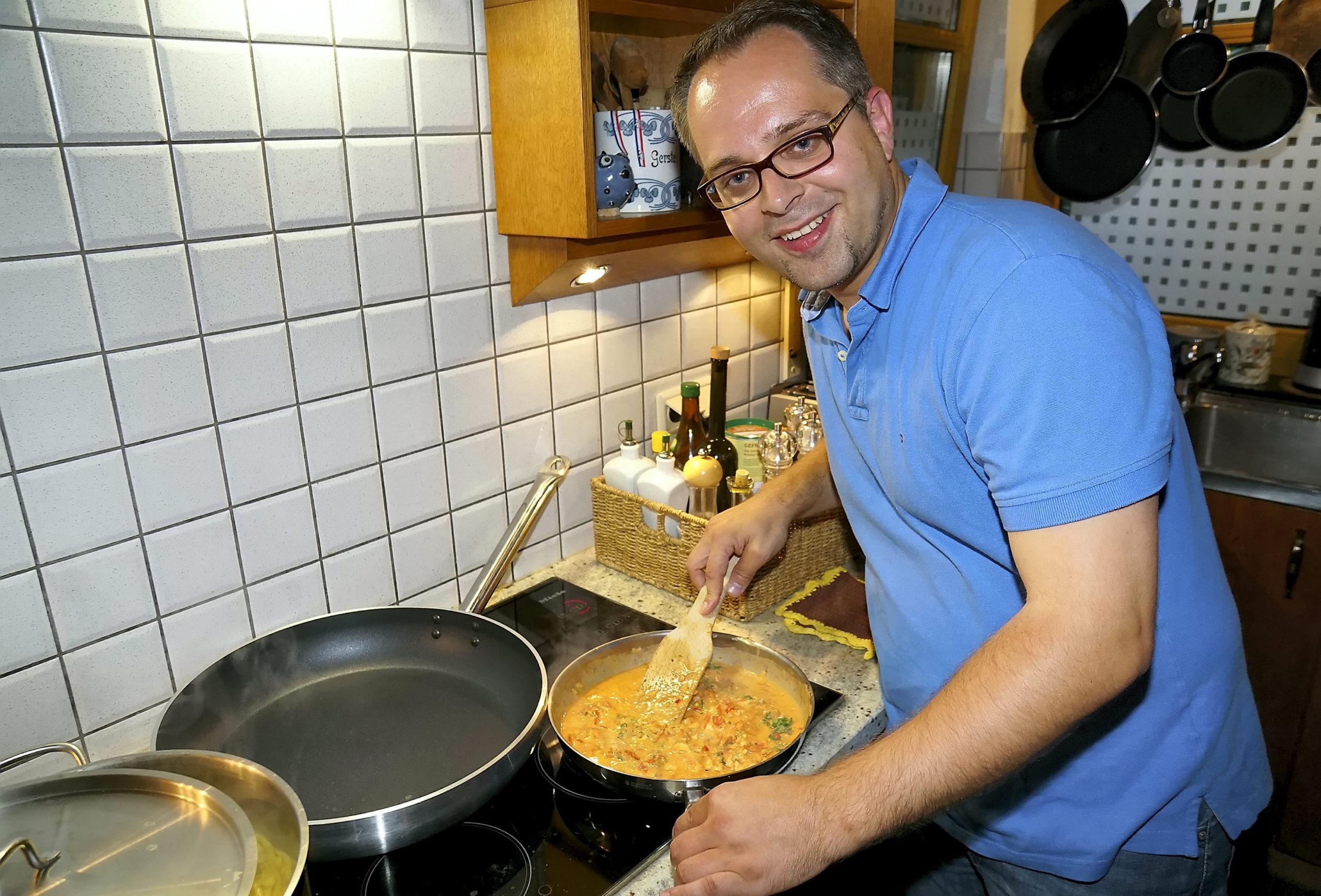 Thomas Kerkhoff, CDU-Bürgermeisterkandidat, beim Kochen